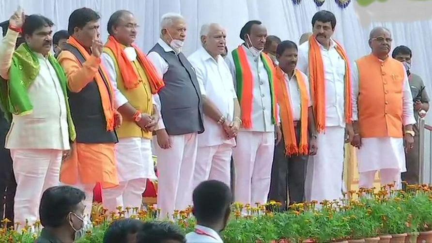 BJP विधायकों की  येदियुरप्पा सरकार के खिलाफ खुली बगावत, बोले- ब्लैकमेलिंग और पैसों से मिल रहा मंत्रिपद