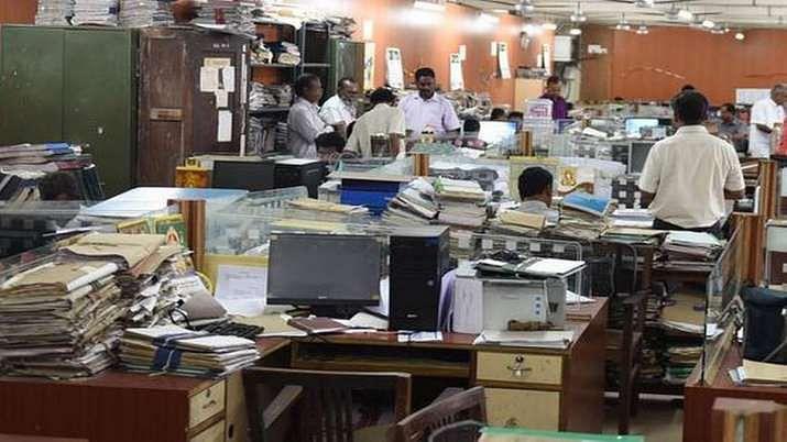 बड़ी खबर LIVE: दिल्ली के सरकारी दफ्तरों में अब 100 फीसदी कर्मचारी आएंगे, आदेश तत्काल प्रभाव से लागू