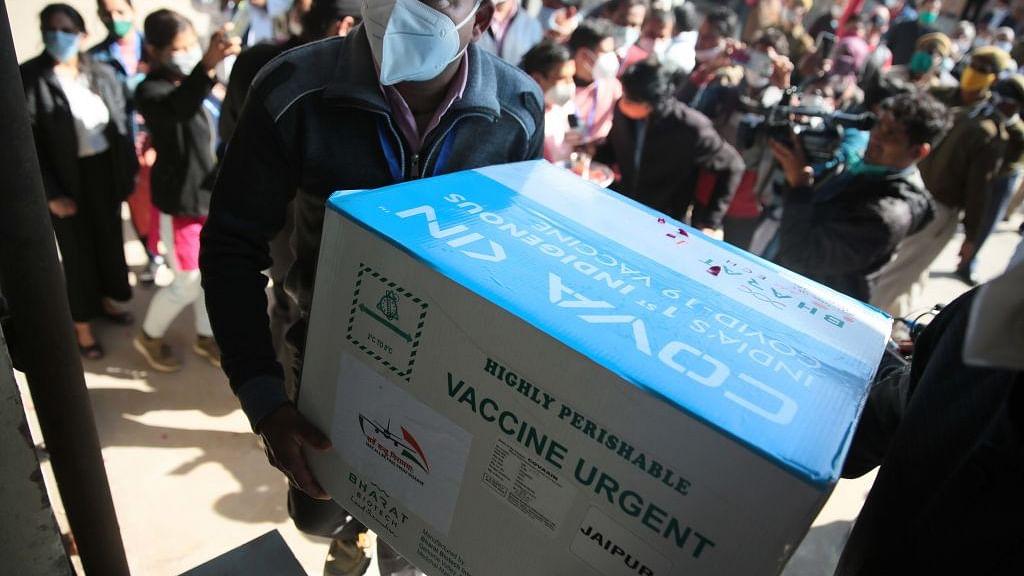 दिल्ली सरकार के अस्पतालों के अधिकतर हेल्थ वर्कर्स का वैक्सीन लेने से इनकार, एमसीडी के हेल्थ वर्कर्स हड़ताल पर