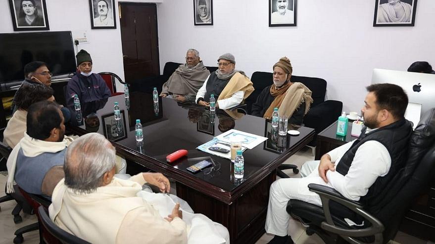 बिहार में किसानों के समर्थन में विपक्ष की मानव श्रृंखला कल, तेजस्वी ने महागठबंधन नेताओं के साथ की बैठक