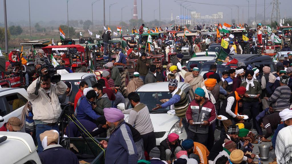 खरी-खरी: किसानों की मजबूत और अडिग आवाज के सामने फीकी पड़ती 'सम्राट मोदी' की जयजयकार