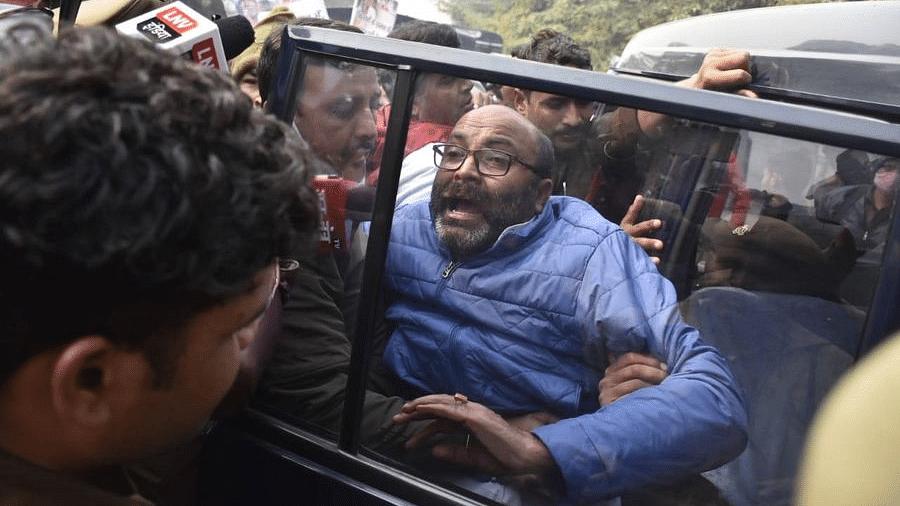 कृषि कानूनः कांग्रेस के राजभवन मार्च से घबराई योगी सरकार, घेराव से पहले अजय लल्लू समेत कई नेता गिरफ्तार
