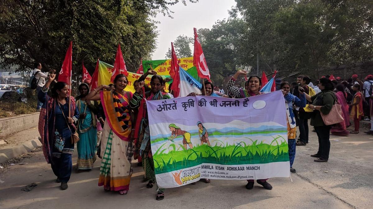 किसान आंदोलन के बीच आखिर क्यों नहीं हो रही महिला किसानों की चर्चा!