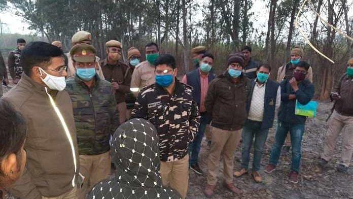 यूपी में रूह कंपाने वाली घटना, किसान को पहले बांधा कंटीले तारों से और जिंदा जला दिया