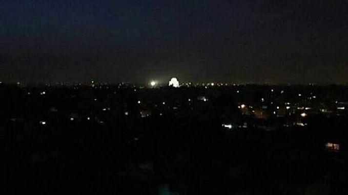 बड़ी खबर LIVE: पाकिस्तान में बड़े पैमाने पर पॉवर ब्लैकआउट, इस्लामाबाद, कराची समेत कई बड़े शहर अंधेरे में डूबे