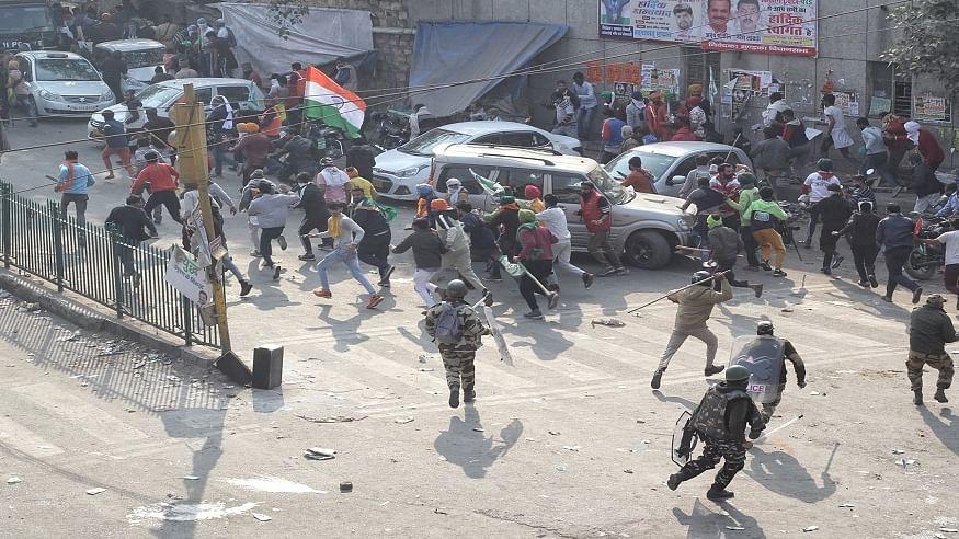 दिल्ली हिंसा मामले में योगेंद्र यादव समेत 20 किसान नेताओं को पुलिस का नोटिस, ट्रैक्टर रैली पर समझौता तोड़ने का आरोप