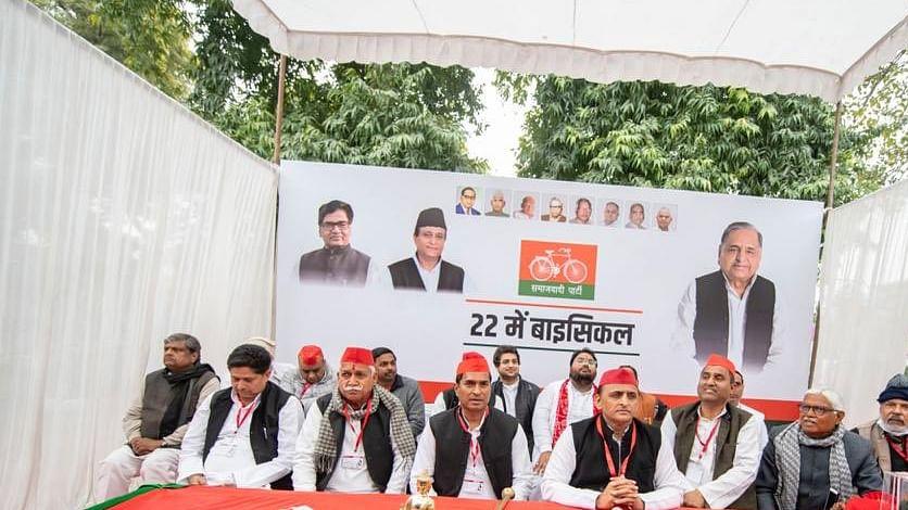 देश में संविधान, लोकतंत्र और आजादी सब खतरे में, अखिलेश ने पार्टी का महाघोषणा पत्र किया जारी