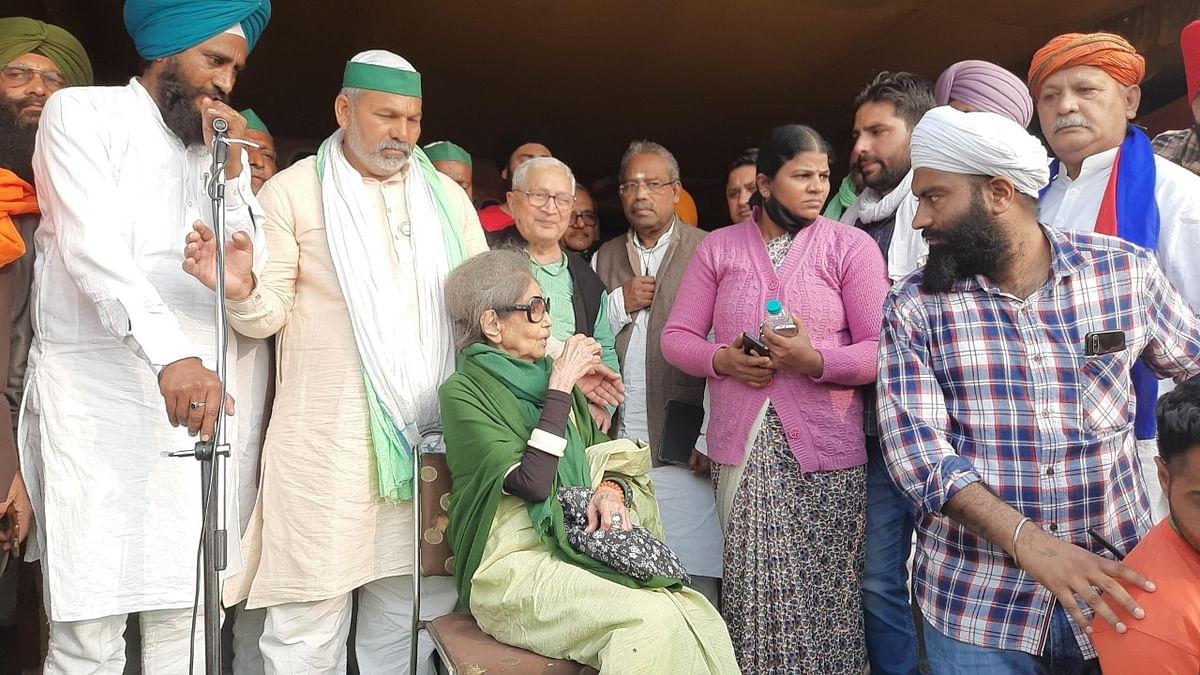 किसानों से मिलने पहुंची गांधीजी की पोती, बोलीं- इनका हित नहीं हुआ तो हमारा हित नहीं होगा