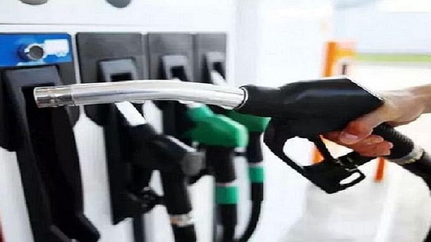 पड़ोसी देशों के मुकाबले भारत में बहुत महंगा बिक रहा तेल, क्या 100 रुपये करीब पेट्रोल बेचना सरकारी लूट नहीं?
