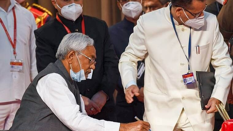 बिहारः नीतीश मंत्रिमंडल का विस्तार आज,  मांझी-सहनी को लगेगा झटका, बीजेपी-जेडीयू नेताओं को ही मिलेगा मौका!