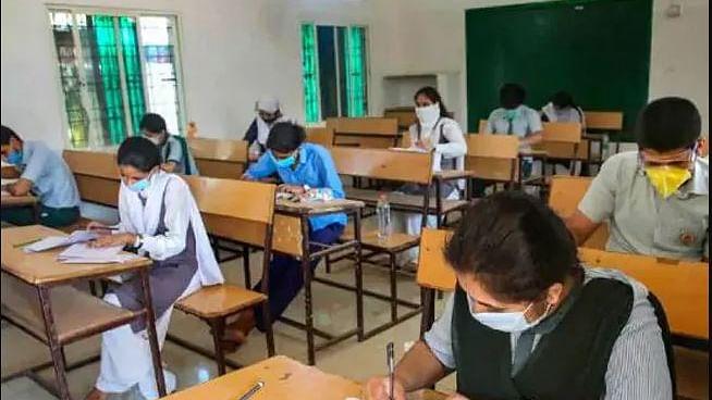 दसवीं बोर्ड के छात्रों को CBSE ने दी बड़ी राहत, परीक्षा के लिए घटाया सिलेबस