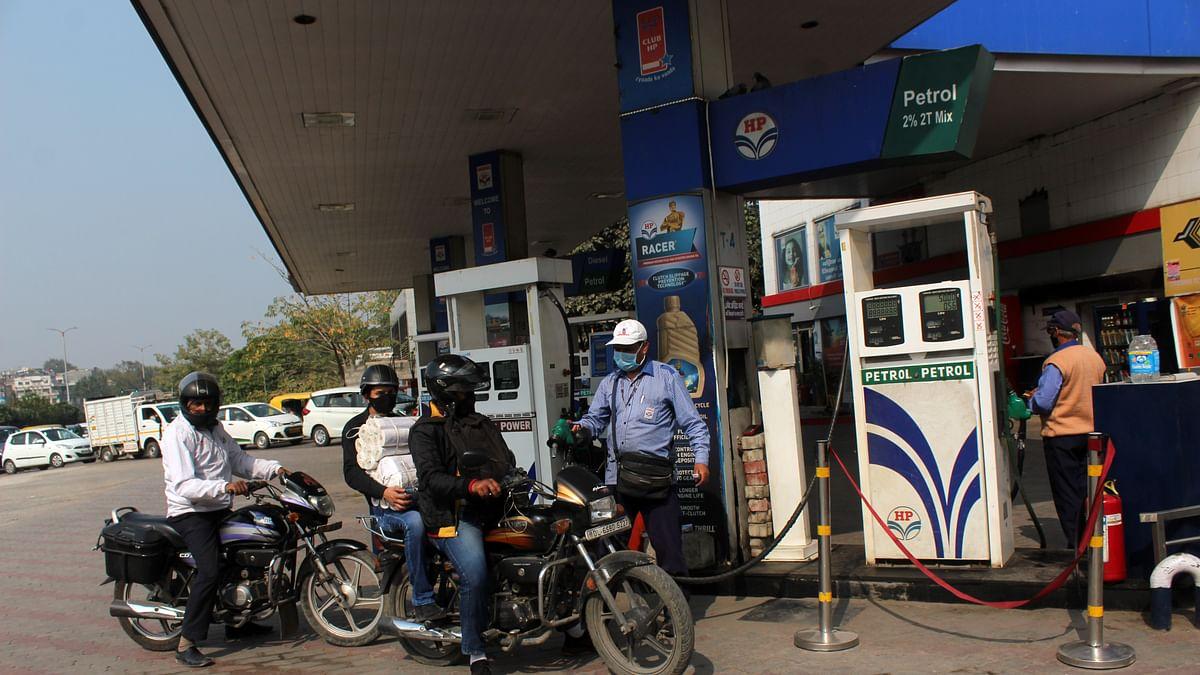 देश में लगातार 12वें दिन बढ़े तेल के दाम, दिल्ली में पेट्रोल 90 और मुंबई में 97 रुपये के पार, महंगाई का डोज कब तक?