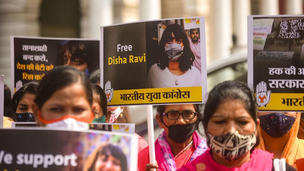 सरकारी नीतियों से असहमति को राजद्रोह नहीं माना जा सकता: दिशा रवि को जमानत देते हुए कोर्ट ने कीं गंभीर टिप्पणियां