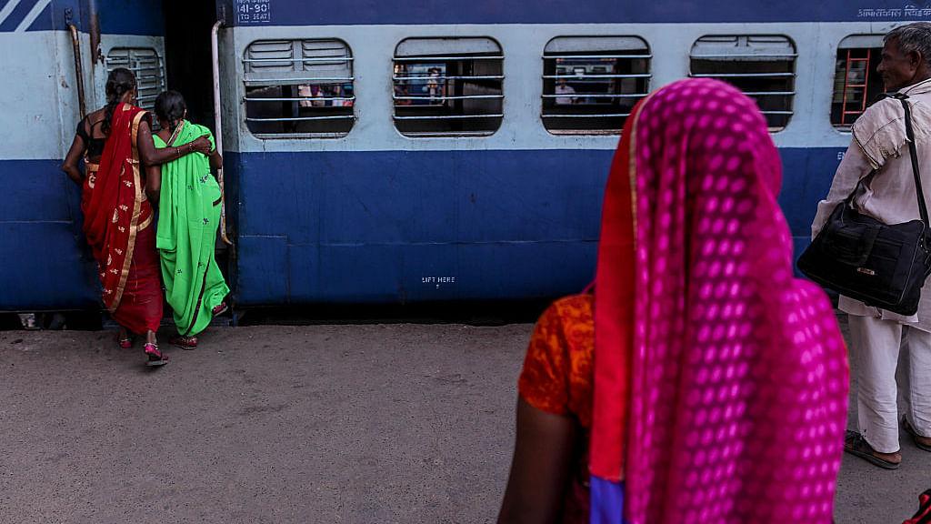रेलवे ने चुपके से बढ़ा दिया पैसेंजर ट्रेनों का किराया, अब देने होंगे एक्सप्रेस ट्रेन के पैसे
