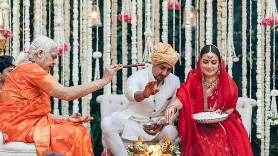 वीडियो: दीया मिर्जा की शादी में ना कन्यादान हुआ, ना ही हुई विदाई, शादी भी एक महिला पंडित ने कराई, जानें कौन थी वो?