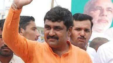 हरियाणा: खट्टर सरकार से वापस लिया था समर्थन, विधायक बलराज कुंडू के घर पड़े आयकर विभाग के छापे