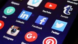 फेसबुक-ट्विटर समेत सोशल मीडिया पर सरकार ने कसा शिकंजा, ओटीटी प्लेटफॉर्म्स पर भी सख्ती,  बनेगी कमेटी