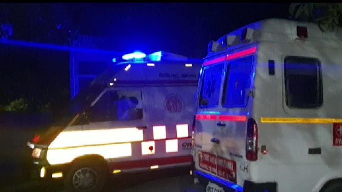 यमुना एक्सप्रेस-वे पर भीषण हादसा, डिवाइडर तोड़कर इनोवा कार पर पलटा टैंकर, 7 लोगों की दर्दनाक मौत