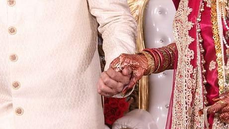 शादी में कार की छत पर चढ़कर डीजे की धुन पर नाच रहा था दूल्हा, मौलवी जी ने कर दिया निकाह कराने से इनकार