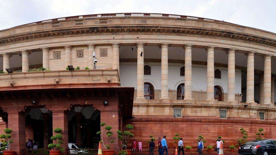 कृषि कानूनों की वापसी और तेल-रसोई गैस के दामों पर विपक्ष ने फिर सरकार को घेरा, लोकसभा की कार्यवाही सोमवार तक स्थगित
