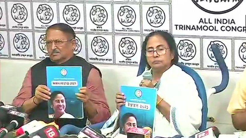 बंगाल चुनाव: ममता बनर्जी ने जारी किया TMC का घोषणापत्र, रोजगार, राशन और पेंशन समेत किए कई वादे