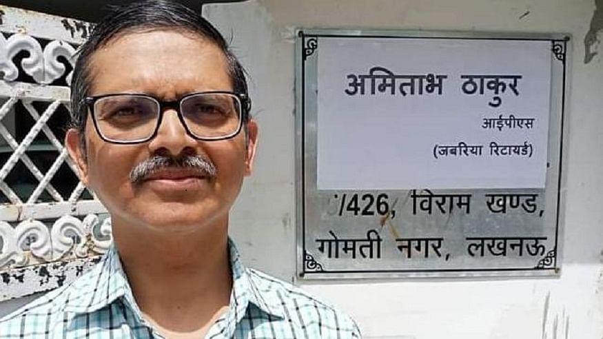 पूर्व आईपीएस अमिताभ ठाकुर ने नेम प्लेट पर लिखा जबरिया रिटायर, सरकार ने कर दिया है सेवानिवृत्त
