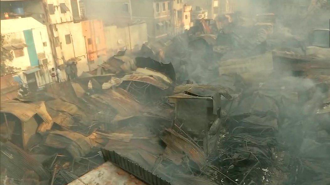 महाराष्ट्र के पुणे में फैशन स्ट्रीट मार्केट में भीषण आग से भारी तबाही, 500 दुकानें जलकर राख