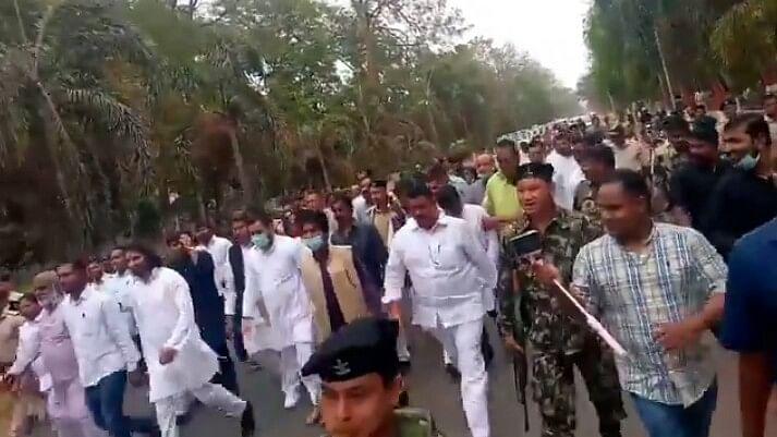 शराब कांड में नीतीश के मंत्री के इस्तीफे की मांग पर सदन में हंगामा, विपक्ष ने किया राजभवन मार्च