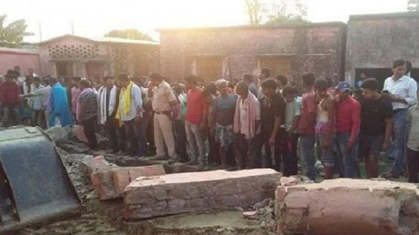 बिहारः  स्कूल की दीवार गिरने से 6 मजदूरों की मौत, कई के दबे होने की आशंका