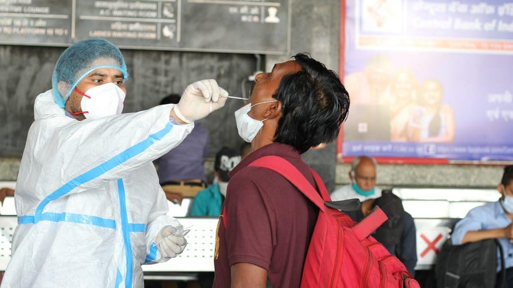 दिल्ली में फिर डराने लगे कोरोना के आंकड़े, एक दिन में 1900 से ज्यादा केस, वैक्सीनेशन बढ़ाने की तैयारी