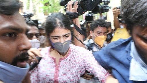 सुशांत ड्रग्स केस: NCB ने दाखिल की चार्जशीट, रिया समेत इन आरोपियों के नाम, दीपिका, श्रद्धा और सारा के बयान भी