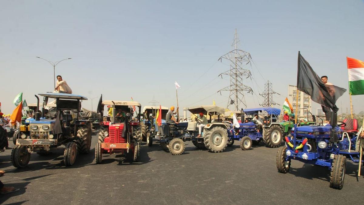 किसान आंदोलन के 100 दिन: अन्नदाता ने जाम किया KMP एक्सप्रेसवे, टोल भी किए फ्री, देखें तस्वीरें