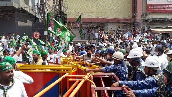 अपराध-बेरोजगारी, महंगाई के मुद्दे पर पटना में RJD के मार्च में बवाल! तेजस्वी यादव बोले- मेरी हत्या की हुई कोशिश