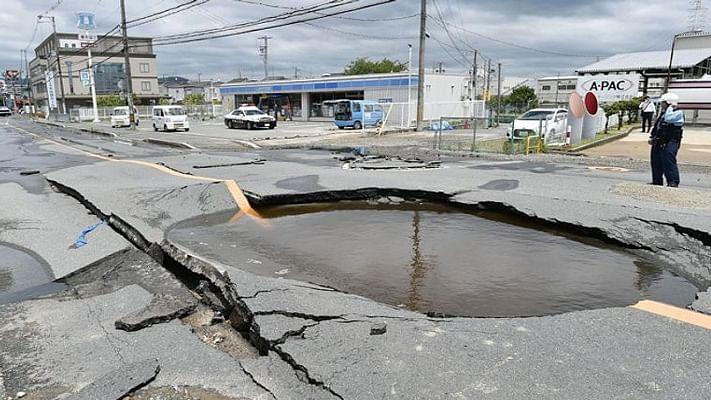 दुनिया की 5 बड़ी खबरें: चीनी वैक्सीन लेने के बाद पाक PM निकले कोरोना पॉजिटिव! और जापान में आया बड़ा भूकंप