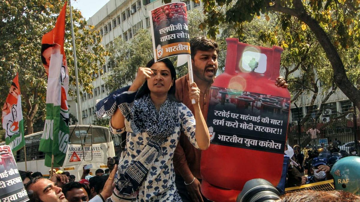'मोदी सरकार ने बिगाड़ दिया घर का बजट', युवा कांग्रेस का तेल और गैस सिलेंडर की बढ़ती कीमतों के खिलाफ विरोध प्रदर्शन