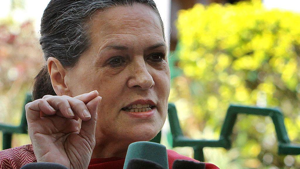 सोनिया गांधी का लेख: देश की संपत्तियों को बेचने वाली सरकार को सत्ता में ही रहने का कोई हक नहीं
