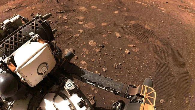 दुनिया की 5 बड़ी खबरें: पाक में हिंदू परिवार के 5 लोगों की निर्मम हत्या! और NASA के रोवर ने मंगल ग्रह पर की पहली ड्राइव