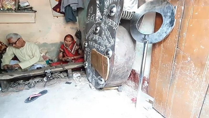 उत्तर प्रदेश के अलीगढ़ में बुजुर्ग दंपति ने बनाया 300 किलो का नायाब ताला, राम मंदिर को लेकर जताई ये खास इच्छा