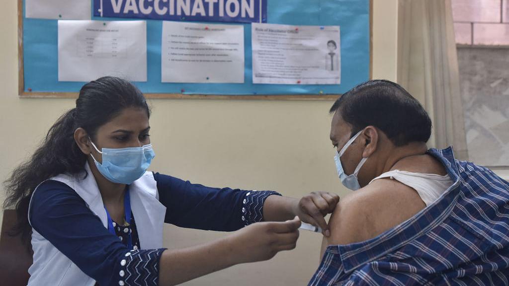 कोरोना वैक्सीन की दो डोज़ के बीच अब 6-8 सप्ताह का अंतर, नया नियम सिर्फ कोविशील्ड पर लागू