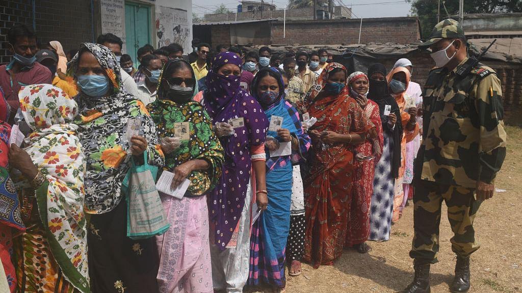 आकार पटेल का लेख: क्या हम पाकिस्तान जैसे ही धार्मिक राष्ट्र बन चुके हैं, मतदाता क्यों नहीं देखते असली मुद्दे !