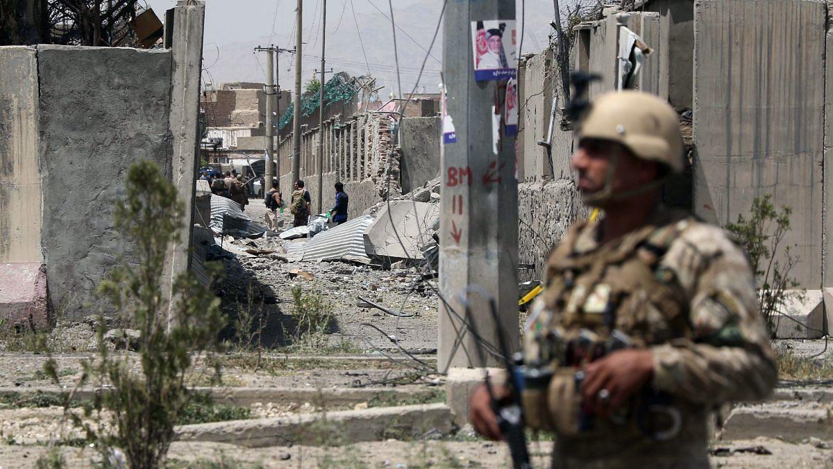 दुनिया की 5 बड़ी खबरें: ब्रिटेन में हुई अरबों रुपये के Bitcoin की ठगी और तालिबान हमले में 9 अफगान पुलिसकर्मी की मौत