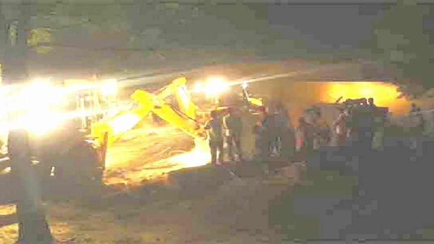 झारखंड: गिरिडीह में LPG सिलेंडर धमाके में एक ही परिवार के 4 लोगों की दर्दनाक मौत, मकान जमींदोज