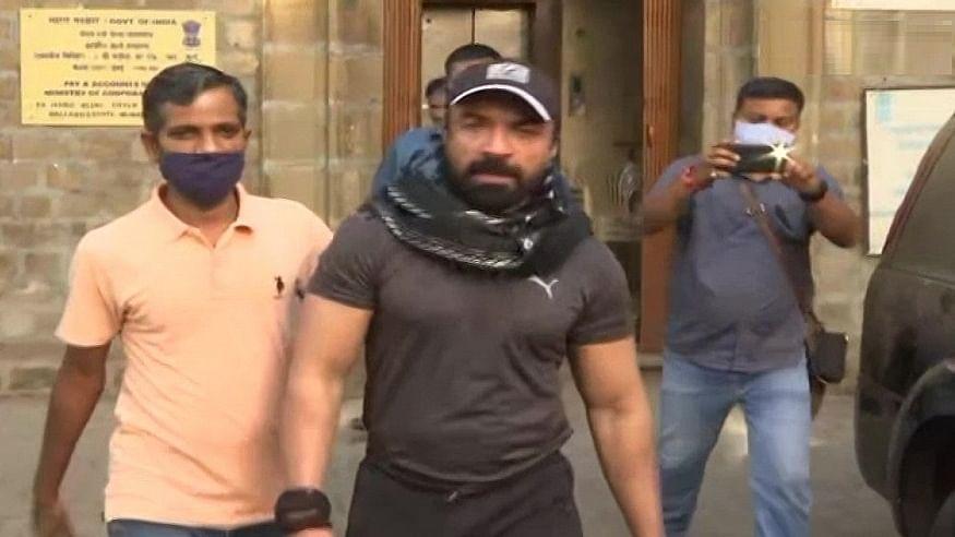 ड्रग्स केस: अभिनेता एजाज खान को NCB ने किया अरेस्ट, लंबी पूछताछ के बाद हुई गिरफ्तारी