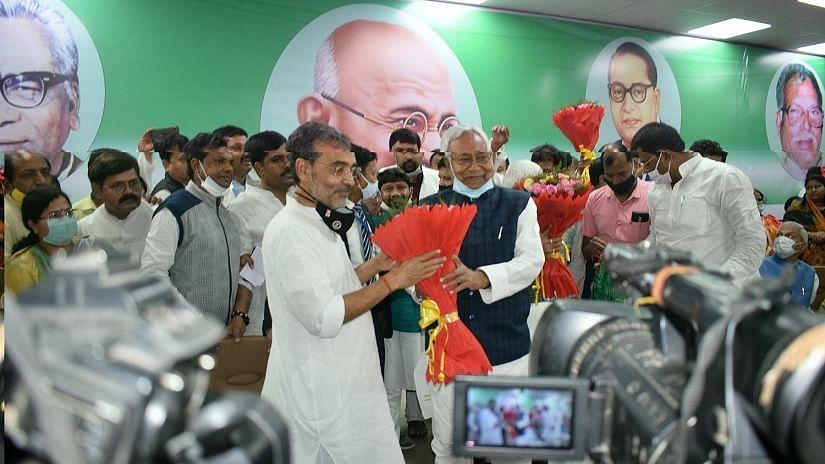 बिहार में नीतीश-कुशवाहा मिलन के पीछे बीजेपी का खौफ, एक-दूसरे की जरूरत ने कराया सियासी विलय!