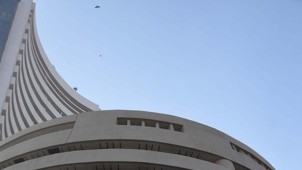 अर्थ जगत की 5 बड़ी खबरें: शेयर बाजार पर कोरोना का साया और सैमसंग ने भारत में लॉन्च किए 2 और मोबाइल