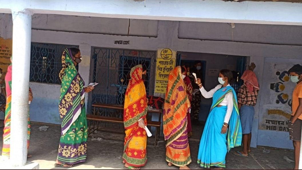 पश्चिम बंगाल चुनावों में महिला मतदाताओं की भूमिका अहम, जानिए किसका पलड़ा है भारी?