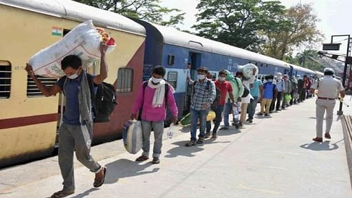 कोरोना संकटः रेलवे ने आज से कई ट्रेनों को किया बंद, महानगरों से घर जाने वाले गरीब-मजदूरों की मुश्किल बढ़ी