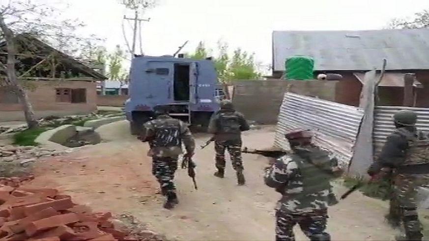 जम्मू-कश्मीर के शोपियां में सुरक्षा बलों का बड़ा ऑपरेशन, मुठभेड़ में तीन आतंकी ढेर
