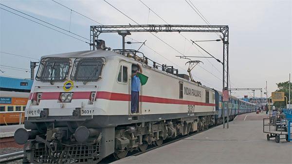 नहीं बंद होंगी ट्रेनें, पहले की तरह चलती रहेंगी, रेल मंत्री ने लॉकडाउन को लेकर अफरातफरी पर किया साफ