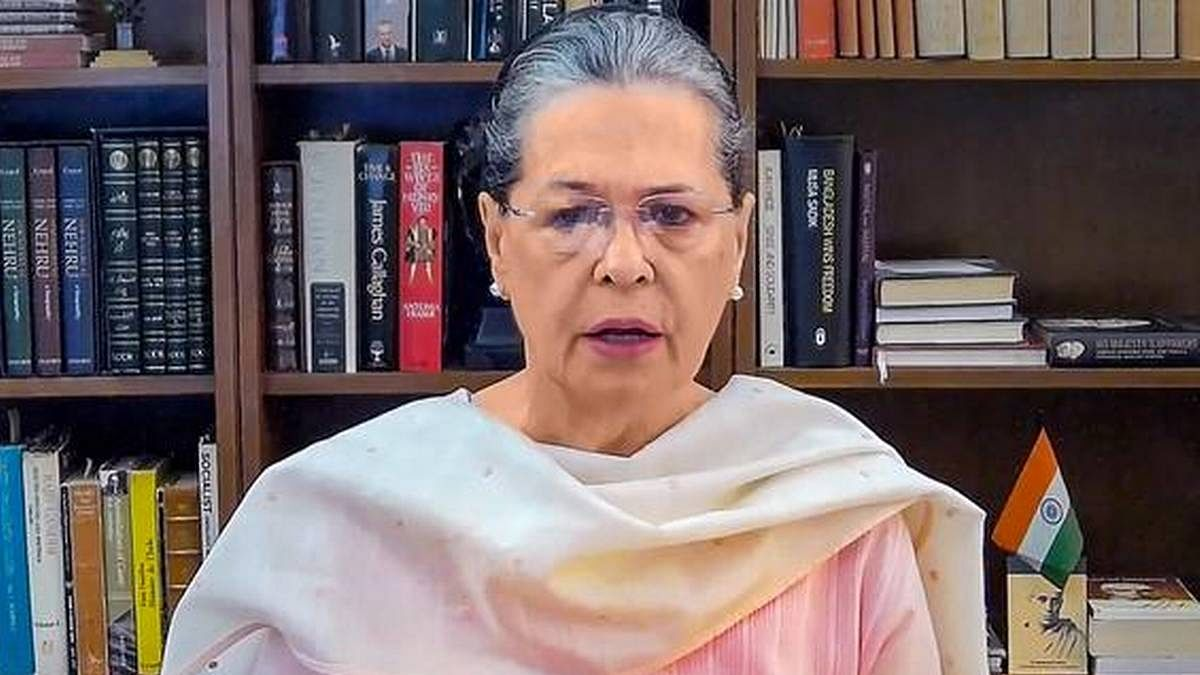 केरल के वोटरों के नाम सोनिया गांधी का पत्र: कहा- यूडीएफ को वोट देकर केरल को सामाजिक समरसता वाले विकास पथ पर ले जाएं